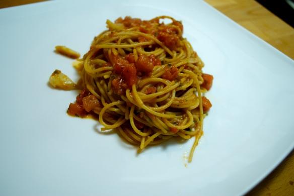 Spaghetti and Roasted Garlic Tomato Sauce