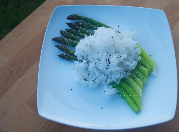 The set up -- steamed asparagus and sticky rice