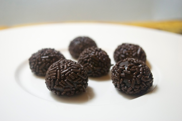These are the classic style, with simple chocolate jimmies.