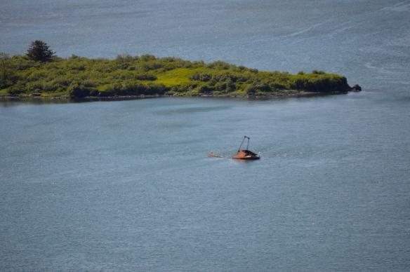 An old shipwreck near Sometimes Island